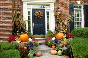fall house front door w pumpkins