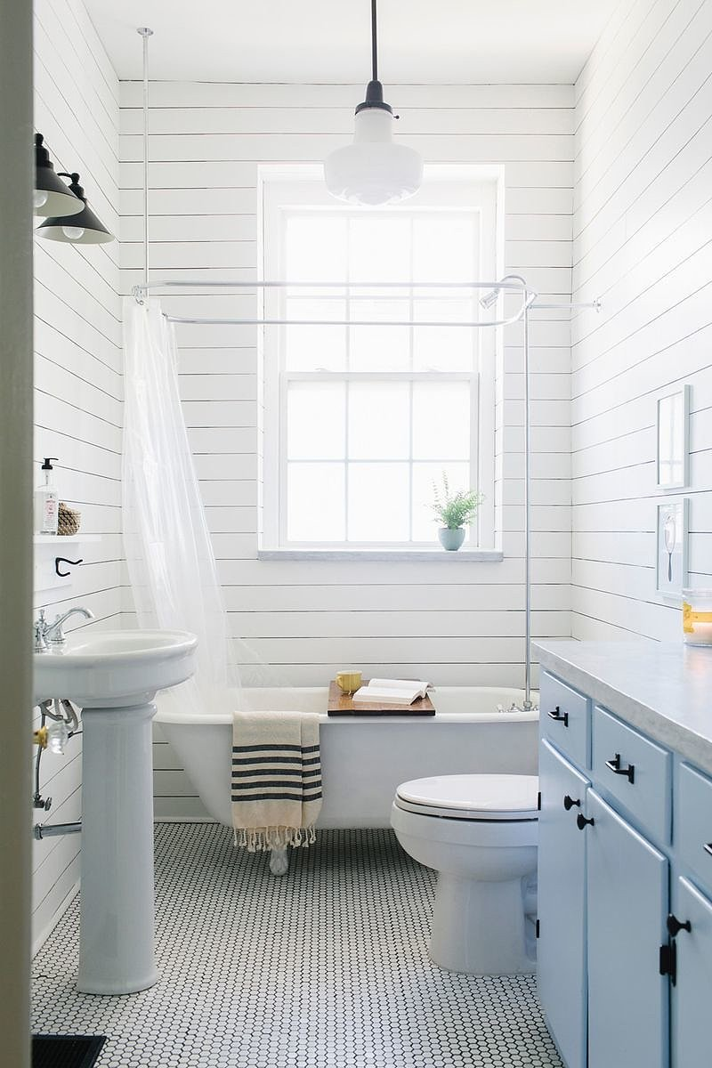 white neutral bathroom